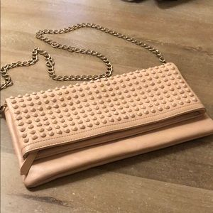Also studded clutch